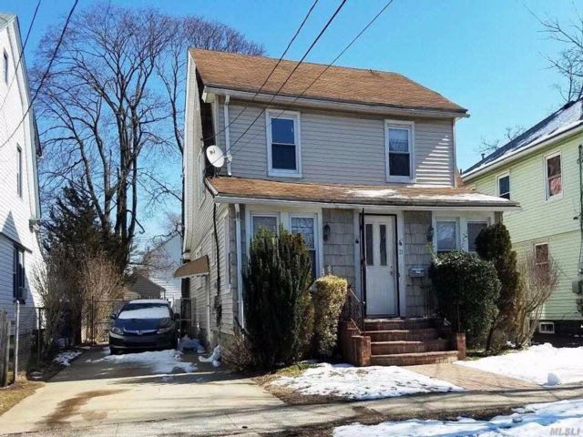 3 BR,  1.00 BTH Colonial style home in Hempstead