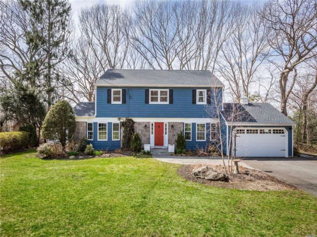 4 BR,  2.50 BTH  Colonial style home in Huntington