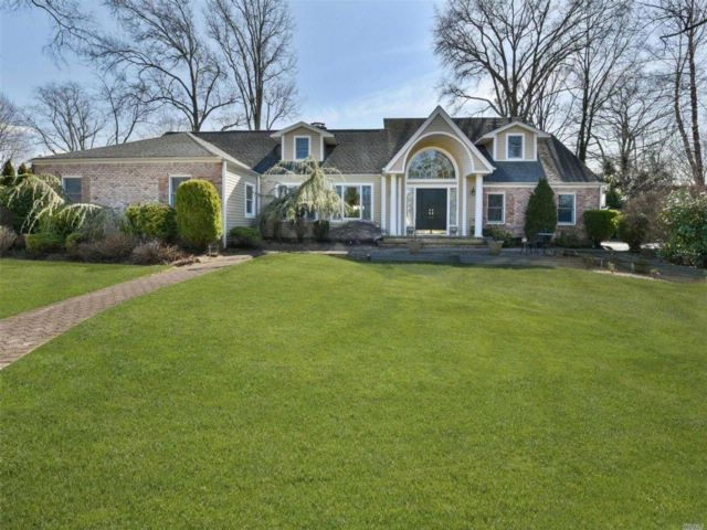 5 BR,  3.50 BTH Exp ranch style home in Manhasset