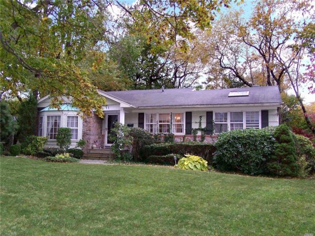 4 BR,  2.00 BTH  Ranch style home in Port Washington
