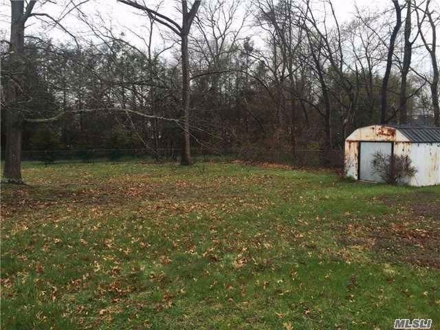 Lot <b>Size:</b> 0x0 Land style home in Smithtown
