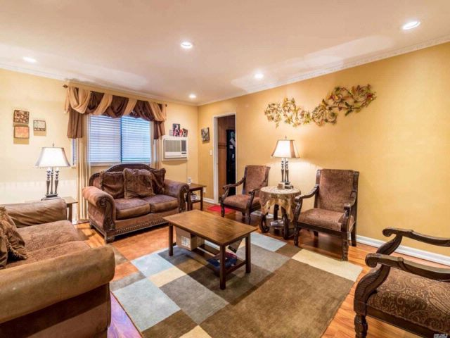 3 BR,  1.00 BTH Co-op style home in Douglaston