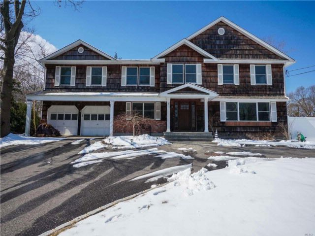 6 BR,  2.50 BTH Colonial style home in Setauket