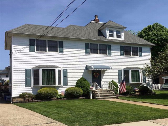 4 BR,  3.00 BTH Colonial style home in Baldwin