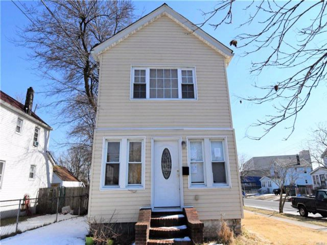 4 BR,  2.50 BTH  Colonial style home in Springfield Gdns