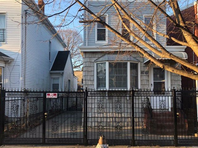 4 BR,  2.00 BTH  Colonial style home in Woodhaven