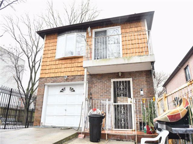 6 BR,  4.00 BTH 2 story style home in East Elmhurst