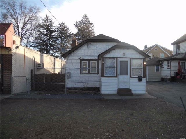 2 BR,  1.00 BTH  Bungalow style home in Hempstead