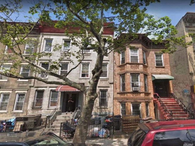 12 BR,  6.00 BTH  Townhouse style home in Sunset Park