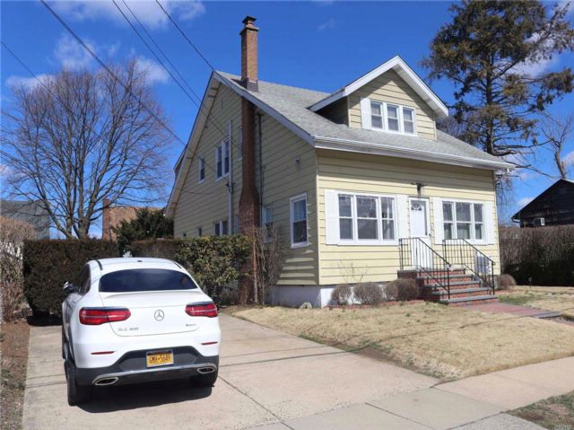 6 BR,  2.00 BTH  Colonial style home in Mineola