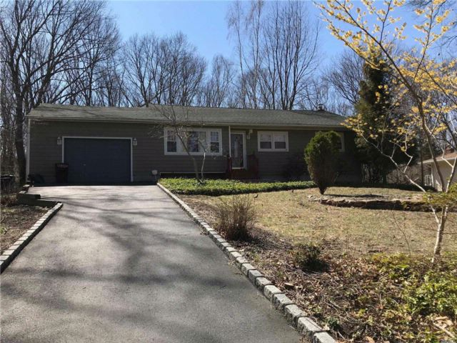 3 BR,  2.50 BTH  Ranch style home in Setauket