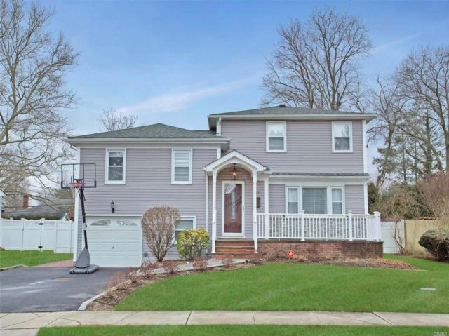5 BR,  3.50 BTH  Split style home in Syosset