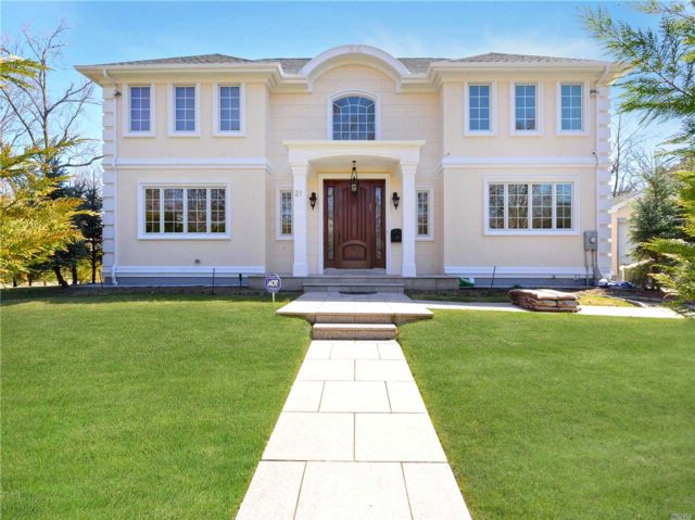 4 BR,  2.55 BTH Colonial style home in Great Neck