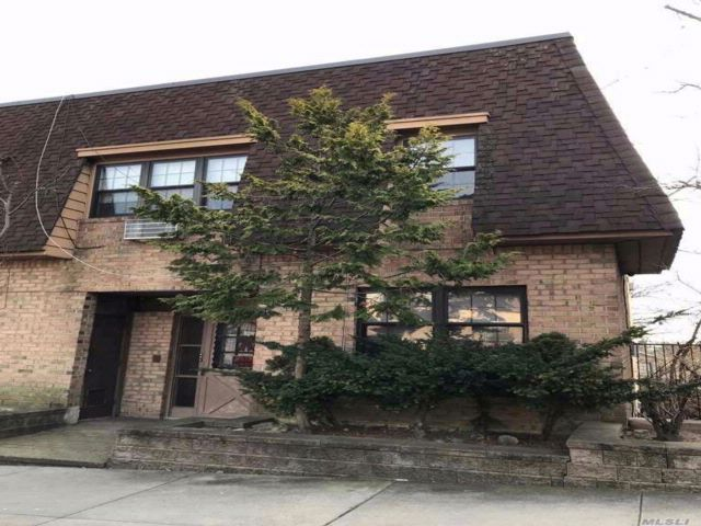 5 BR,  5.00 BTH 2 story style home in Woodhaven