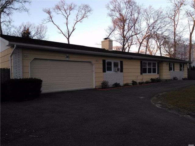 3 BR,  2.00 BTH  Ranch style home in Mastic