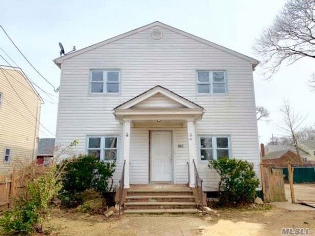 5 BR,  2.00 BTH  Colonial style home in West Hempstead