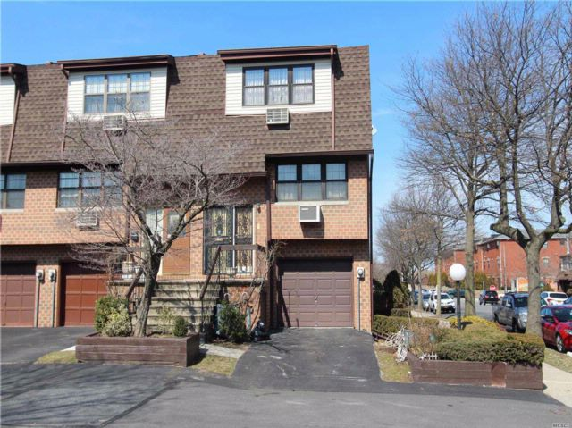 3 BR,  2.50 BTH  Condo style home in College Point