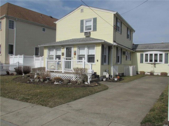 2 BR,  2.00 BTH Colonial style home in Oceanside