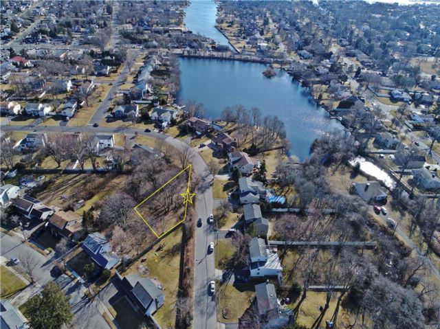 Lot <b>Size:</b> 150x100 Land style home in West Islip