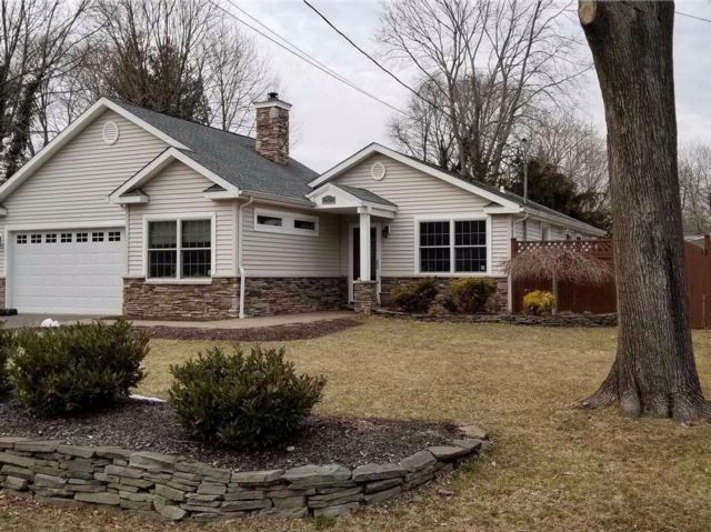 3 BR,  2.00 BTH  Ranch style home in East Northport