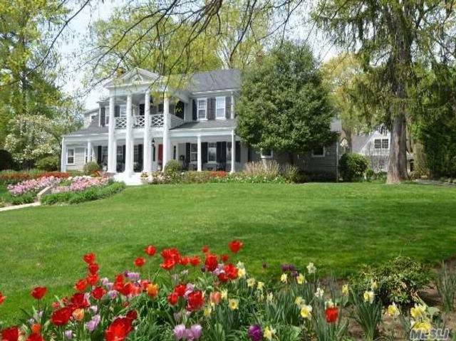 5 BR,  2.55 BTH  Colonial style home in Manhasset