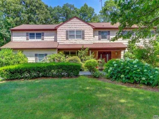 6 BR,  6.50 BTH Colonial style home in Muttontown