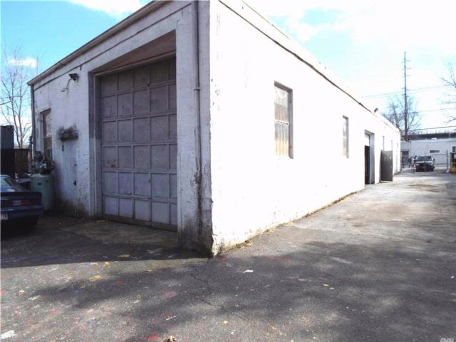 Studio,  0.00 BTH  Indus bldg style home in Copiague