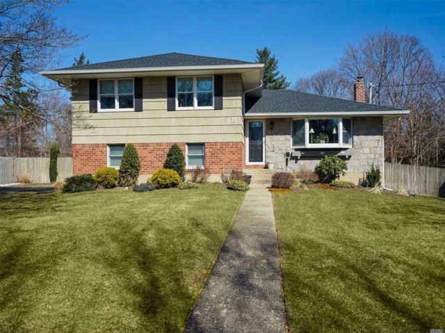 3 BR,  2.50 BTH  Split style home in Commack
