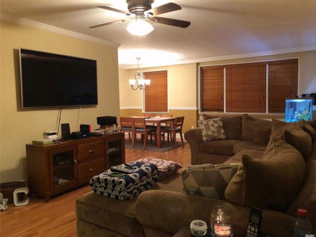 1 BR,  1.00 BTH Co-op style home in Mineola