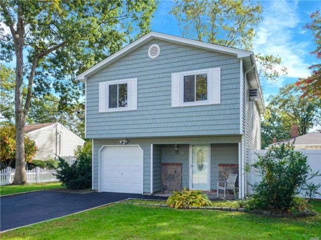 4 BR,  2.00 BTH Hi ranch style home in Holtsville