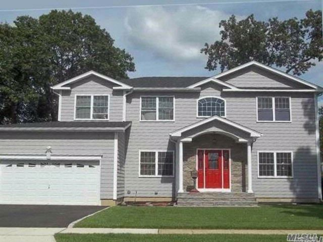 5 BR,  3.00 BTH Colonial style home in Massapequa Park