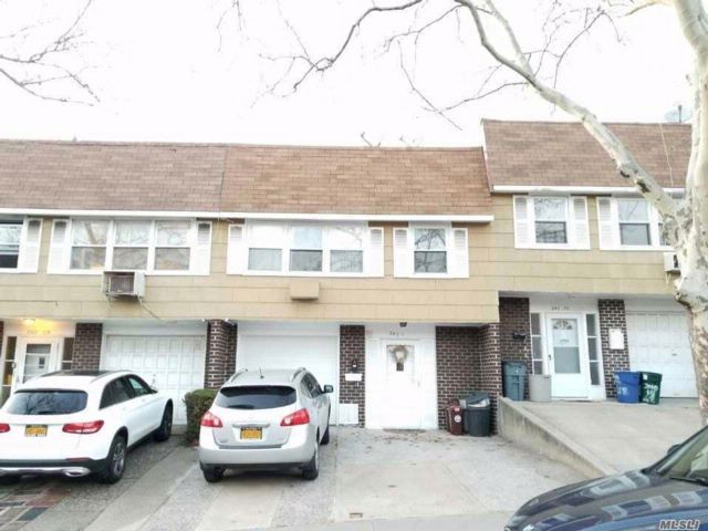 6 BR,  4.00 BTH 2 story style home in Douglaston