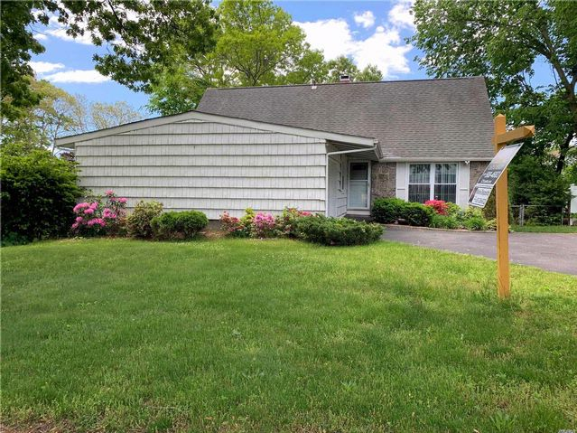 5 BR,  1.50 BTH Farm ranch style home in Selden