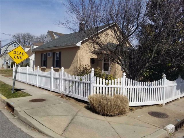 2 BR,  1.00 BTH Ranch style home in Franklin Square