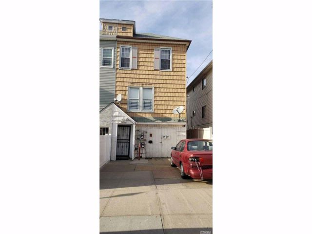 2 BR,  2.00 BTH Colonial style home in Arverne
