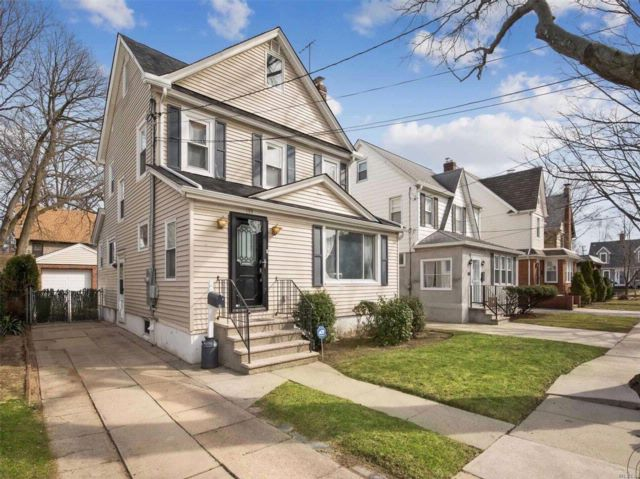 3 BR,  1.50 BTH Colonial style home in Floral Park