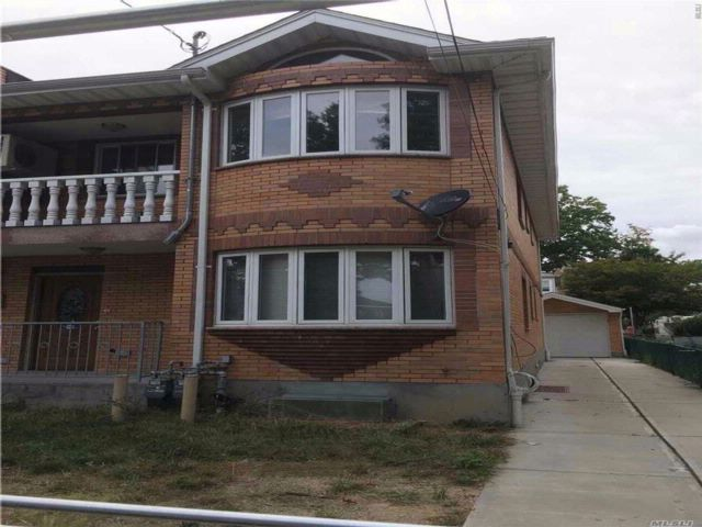 2 BR,  2.00 BTH 2 story style home in Flushing