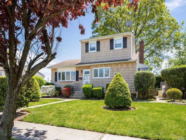 3 BR,  2.00 BTH Ranch style home in North Massapequa