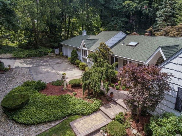 4 BR,  3.50 BTH  Farm ranch style home in Cold Spring Harbor