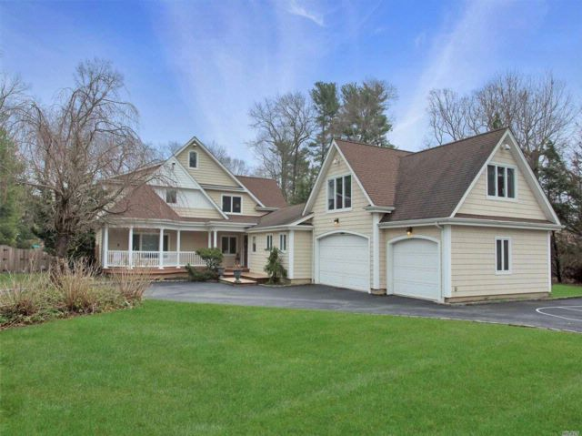 5 BR,  5.50 BTH  Traditional style home in Muttontown