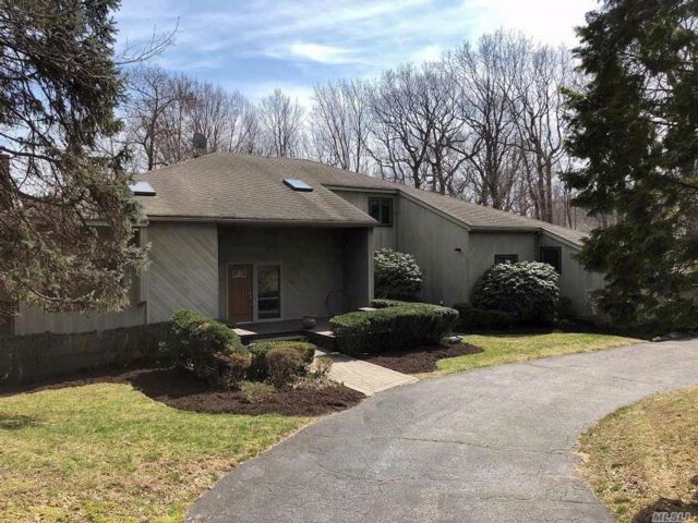 4 BR,  3.50 BTH  Contemporary style home in Lloyd Neck
