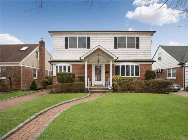 5 BR,  2.00 BTH Colonial style home in New Hyde Park
