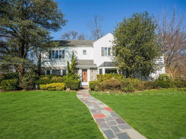 4 BR,  3.50 BTH Colonial style home in Hewlett Harbor