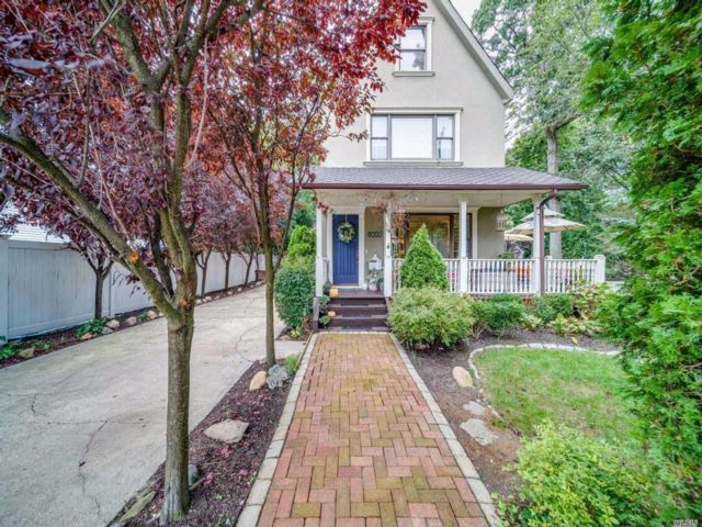 4 BR,  4.00 BTH  Colonial style home in Seaford