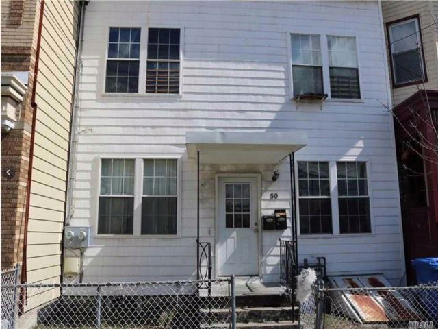 4 BR,  4.00 BTH  2 story style home in Yonkers