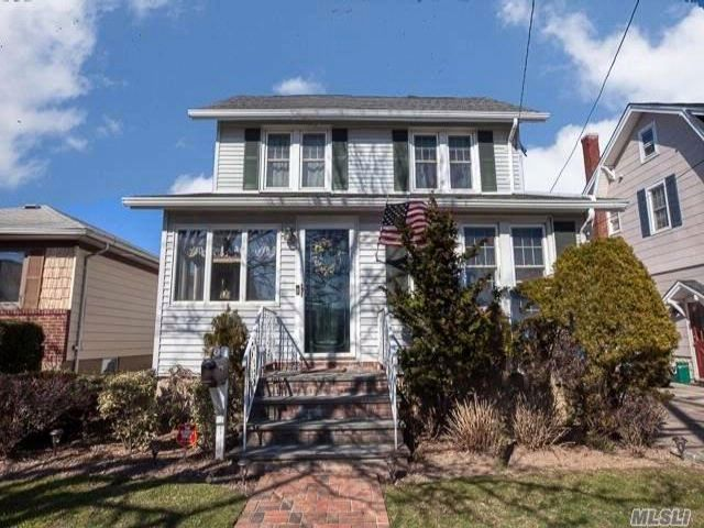 3 BR,  1.50 BTH Colonial style home in Lynbrook