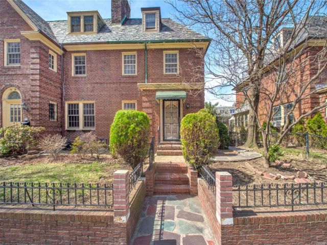 [Jackson Heights Real Estate, listing number 3049110]