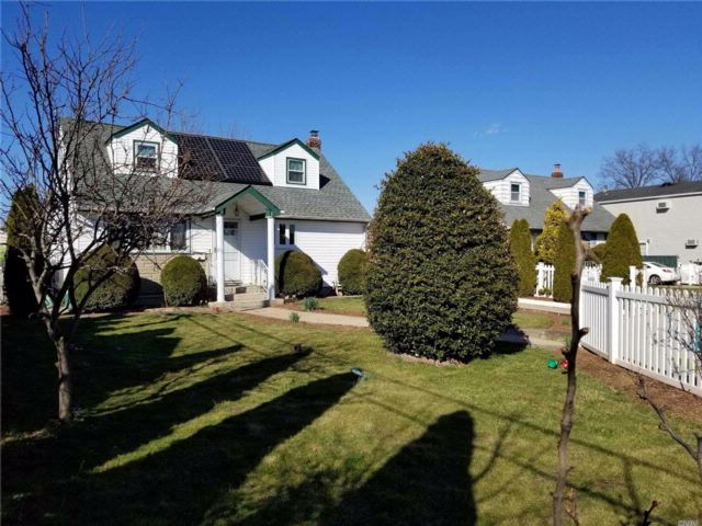 3 BR,  3.00 BTH Exp cape style home in Elmont