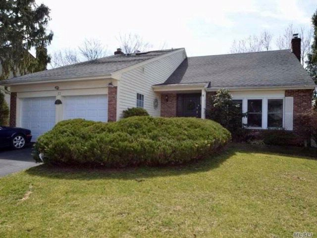 4 BR,  2.50 BTH Colonial style home in Glen Cove