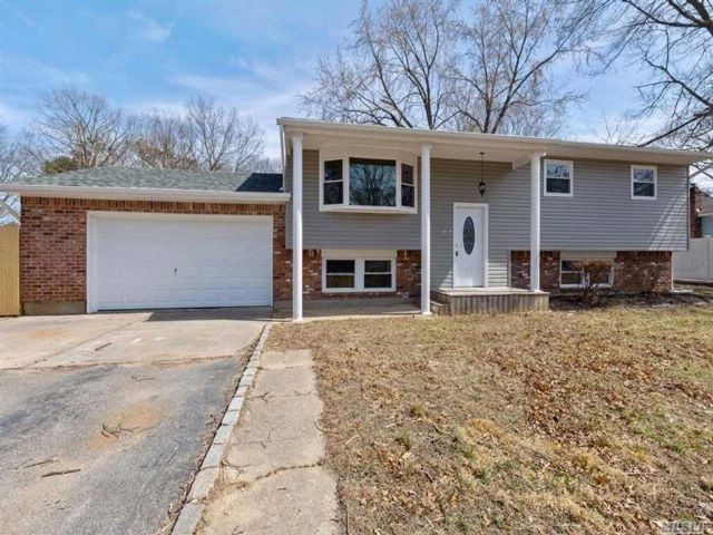 4 BR,  2.00 BTH Hi ranch style home in Ronkonkoma